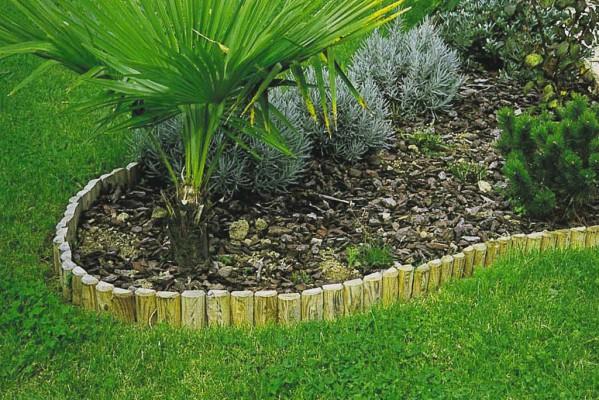 Bordures bois rondins tootan for Bordure jardin demi rondin bois